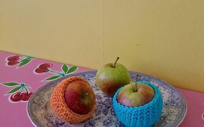 Virka äppelfodral ev restgarn
