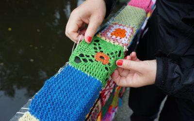 Gerillaslöjdsfestivalen åkte till No Limit Borås och fyllde Parkspången med textila rutor